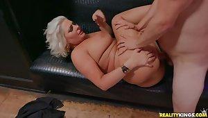 Quasi Marilyn Monroe has Big Boobs