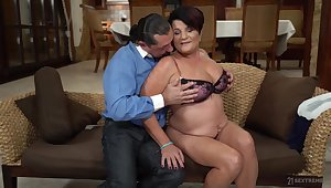 Chubby mature lady tries dick after a long pause