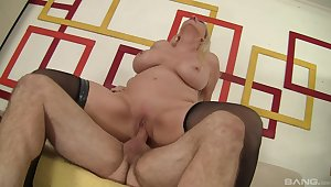 Blistering MILF Carla Craves gets a catch good boning she needed