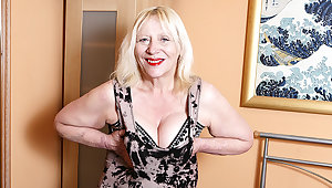 Fulminous British Housewife Playing With Say no to Hairy Snatch - MatureNL