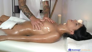 Show-stopper Coco de Mal appreciates a thorough massage artisan